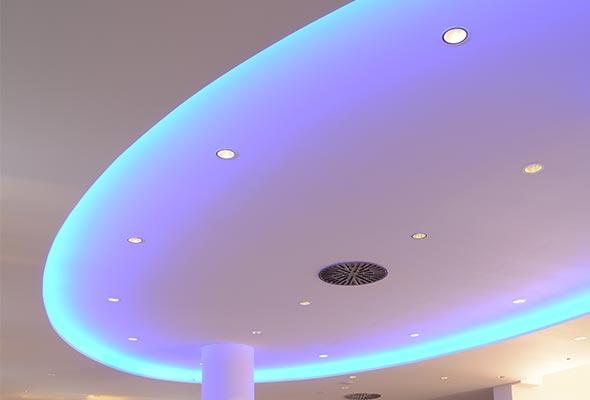 Gloria-Projekt-Voute-Schild-Ambiente-Beleuchtung-Kino3