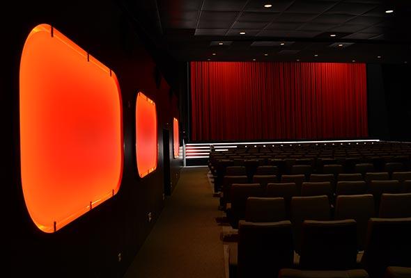 Gloria-Projekt-Voute-Schild-Ambiente-Beleuchtung-Kino5