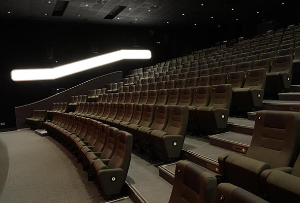 Gloria-Projekt-Voute-Schild-Ambiente-Beleuchtung-Kino6
