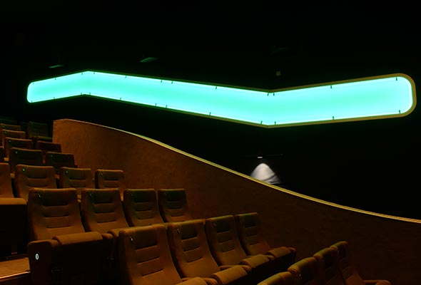 Gloria-Projekt-Voute-Schild-Ambiente-Beleuchtung-Kino7